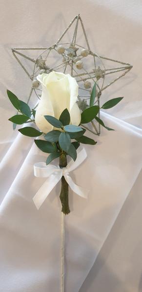 Fresh ivory rose wand
