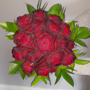 Red rose & ruscus