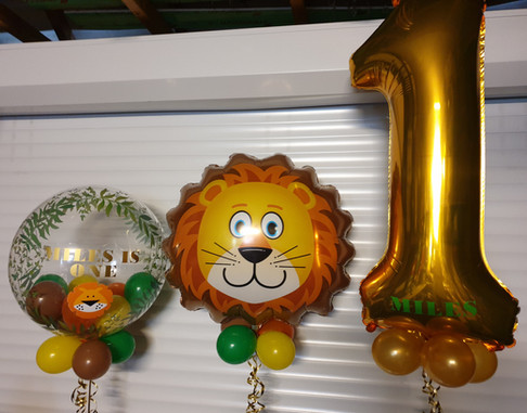 Leaf print birthday bubble with lion