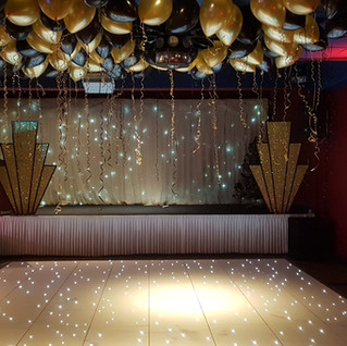 Gatsby gold & black ceiling balloons
