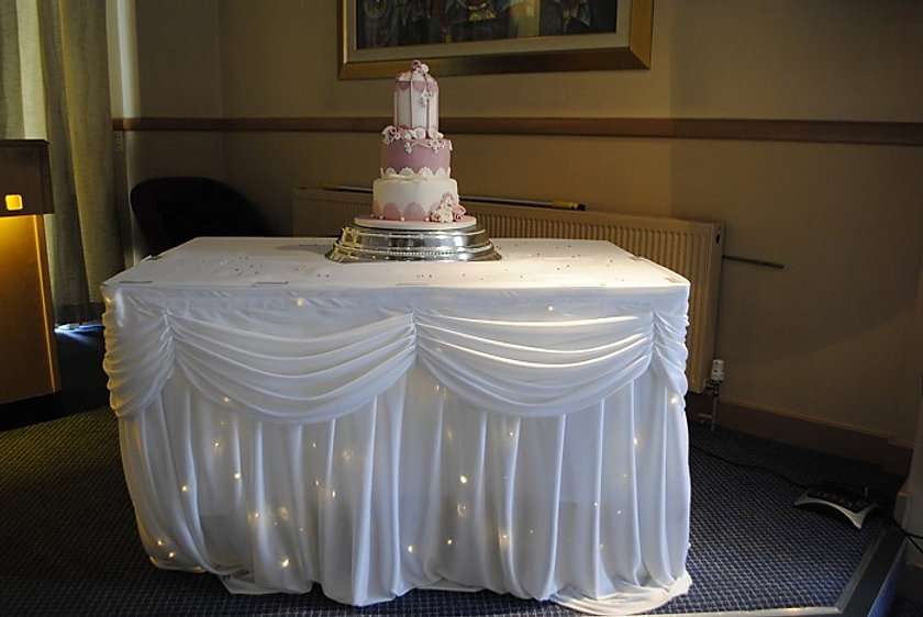 Twinkle cake table skirt