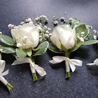 Ivory rose & gyp buttonholes
