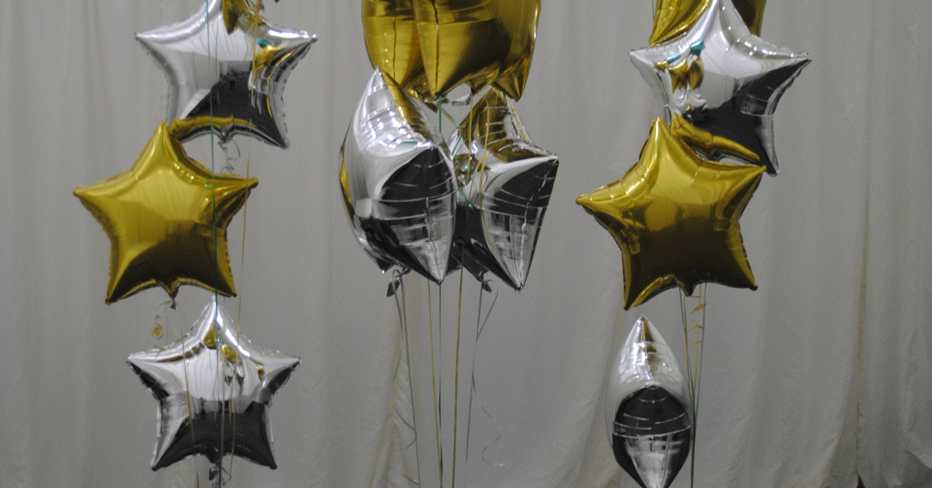 Green, gold and silver clusters of 5 foil balloons