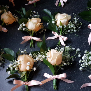 Fresh peach buttonholes with gyp