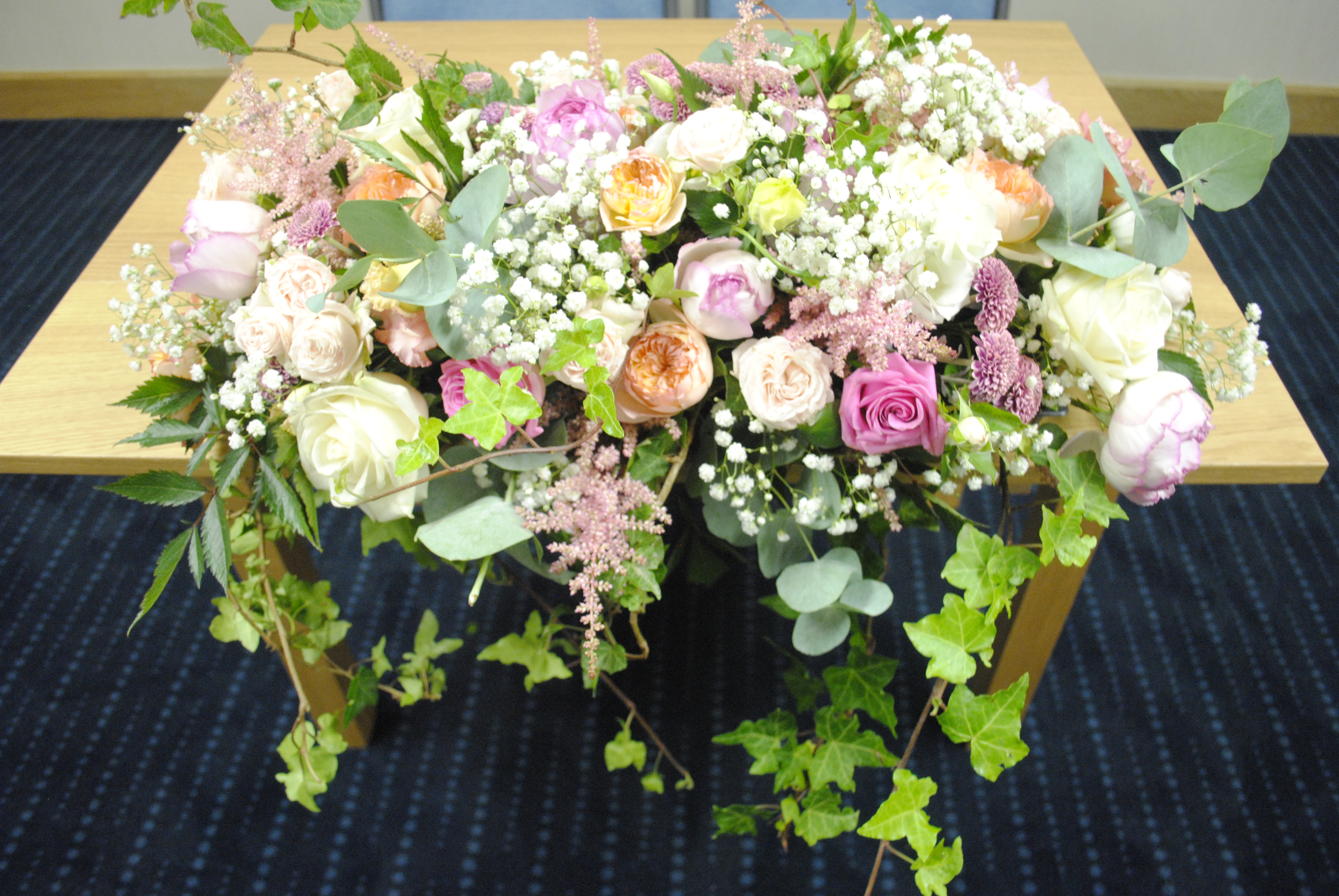 Fresh pinks, peach and coral top table decoration