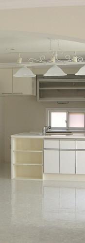 南欧風デザインの広々とした空間を楽しめる住宅…