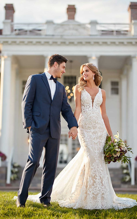 Fitted Lace Wedding Dress with Scalloped Train - Real Bride - Martina Liana