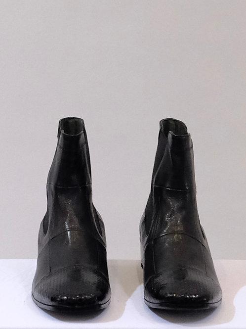 Laura Belariva black boots