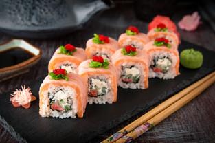 salmon lover roll (2).jpg