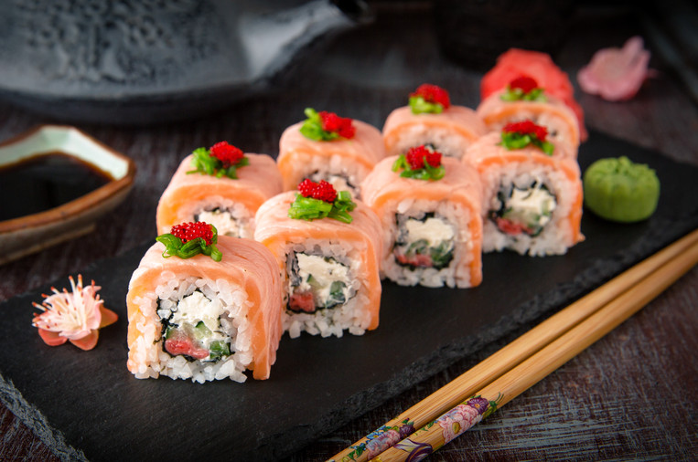 salmon lover roll (2).jpg