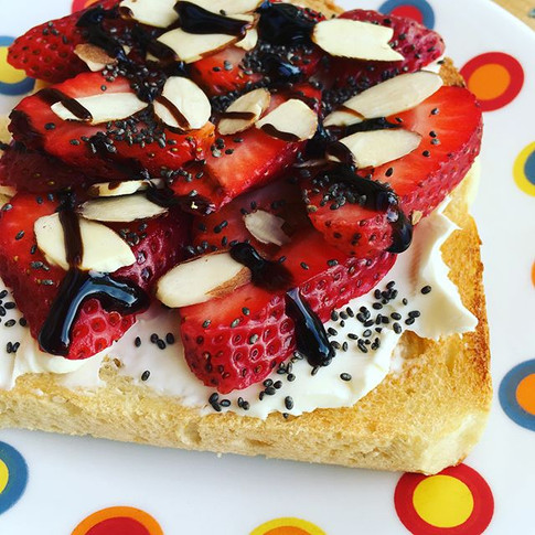 Toast with Strawberries and Balsamic Glaze