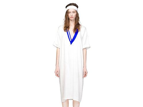 Летнее струящееся платье с глубоким вырезом
