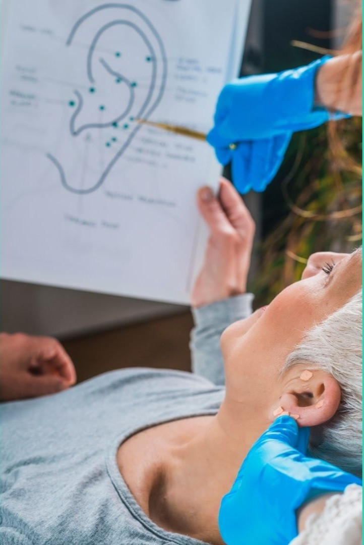 L'auriculothérapie aide à découvrir l'origine des acouphènes, tel qu'on l'explique dans la Formation Auriculothérapie.