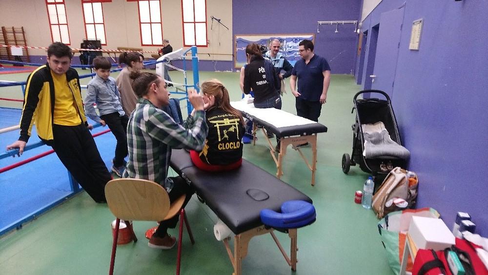 Benjamin Larchevêque, naturopathe et auriculothérapeute du Pôle de Thérapeutes à Elbeuf, lors des pratiques organisées par le Centre de Formation du Pôle de Thérapeutes dans les Championnats de Normandie de Kung Fu Wushu 2019.