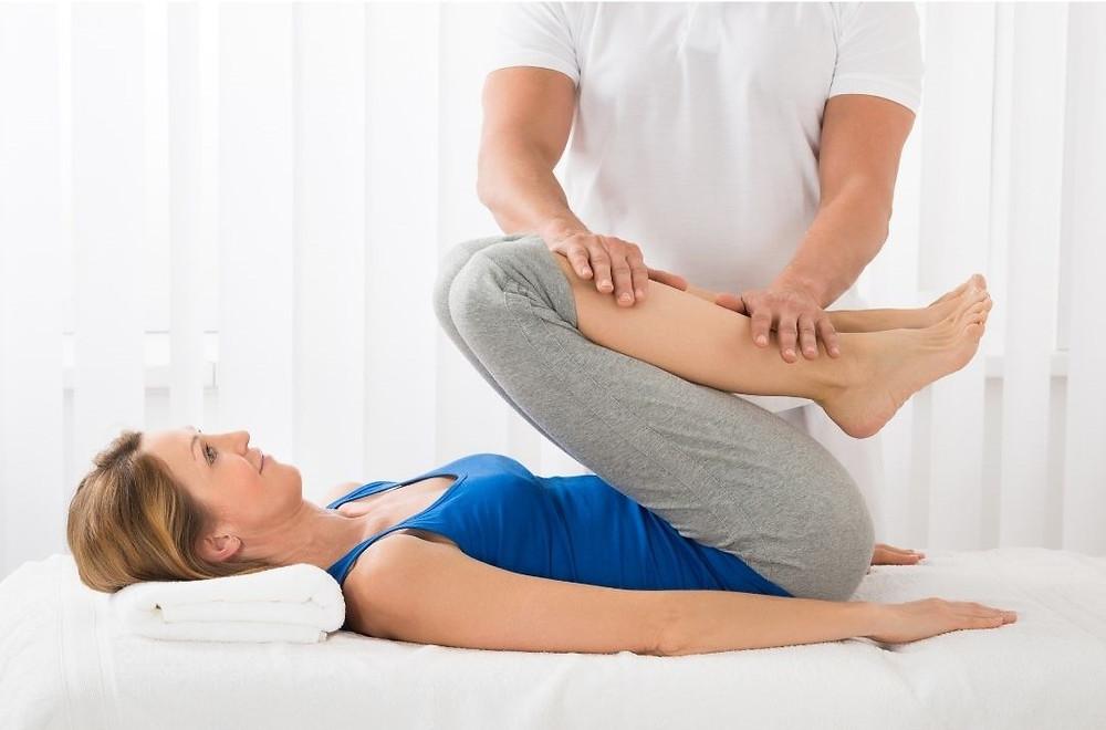 Manœuvre Sotai Shiatsu enseignée dans la formation TMOA du Pôle de Thérapeutes