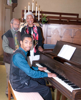 Alexander Majos at piano with grandparents