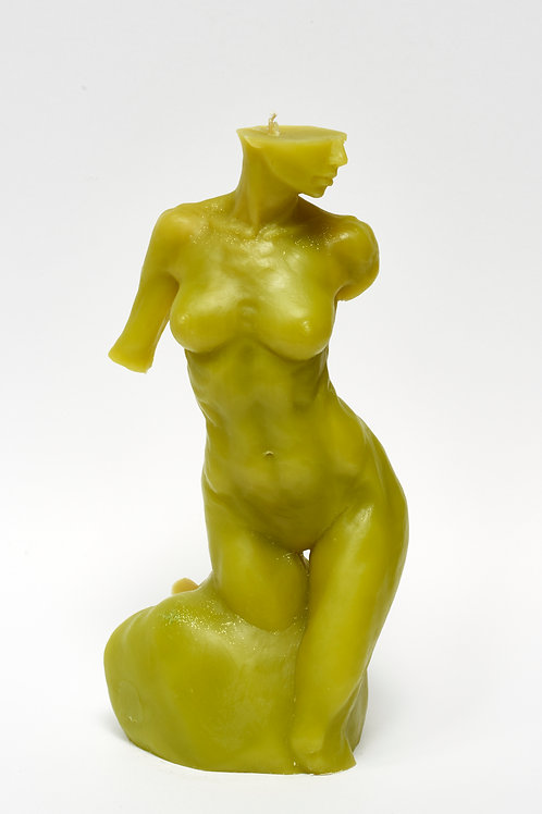 Bitten by Eve - YOUNG OLIVE  sculpture candle