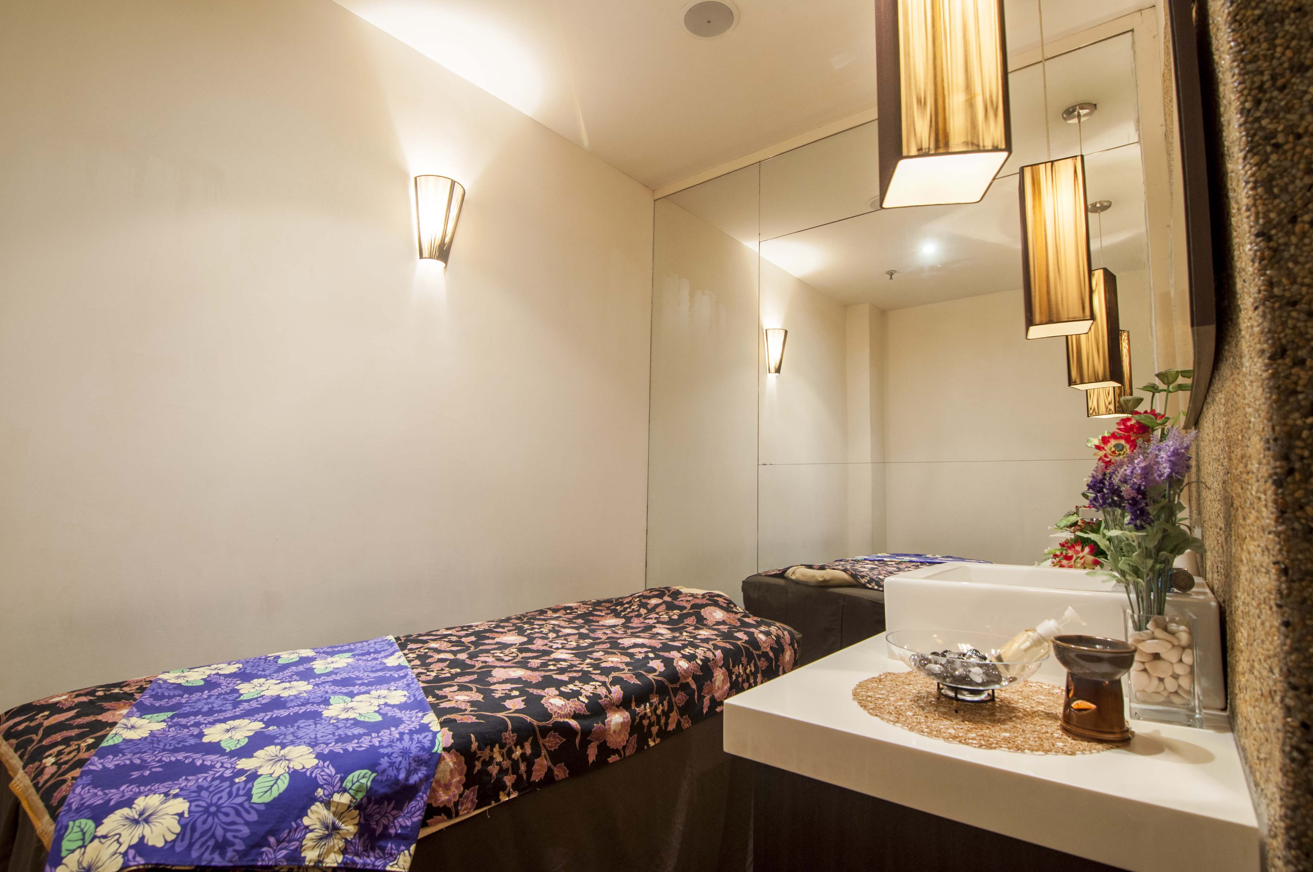 Lingam massage kl  Professional Tantric Yoni Massage For