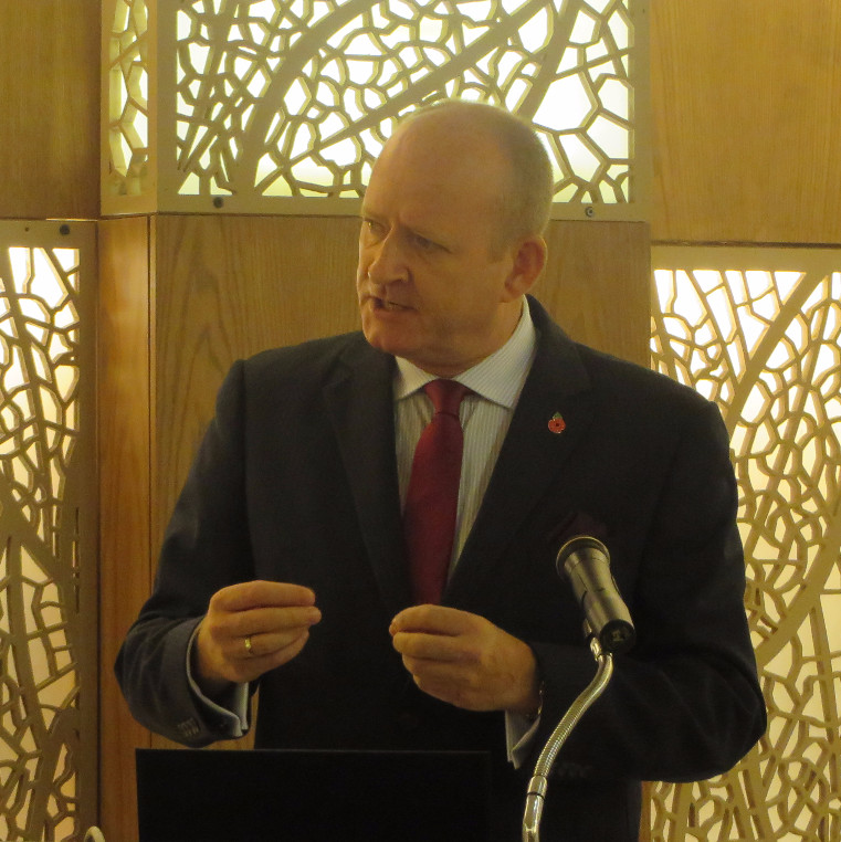 Glenn Mackenzie-Frazer, Chief of Party of the Bangladesh Trade Facilitation Activity, presents on customs modernization at a workshop in Dhaka.