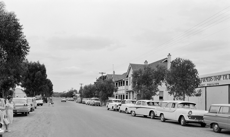 Coorow Hotel Main Street 1962.png
