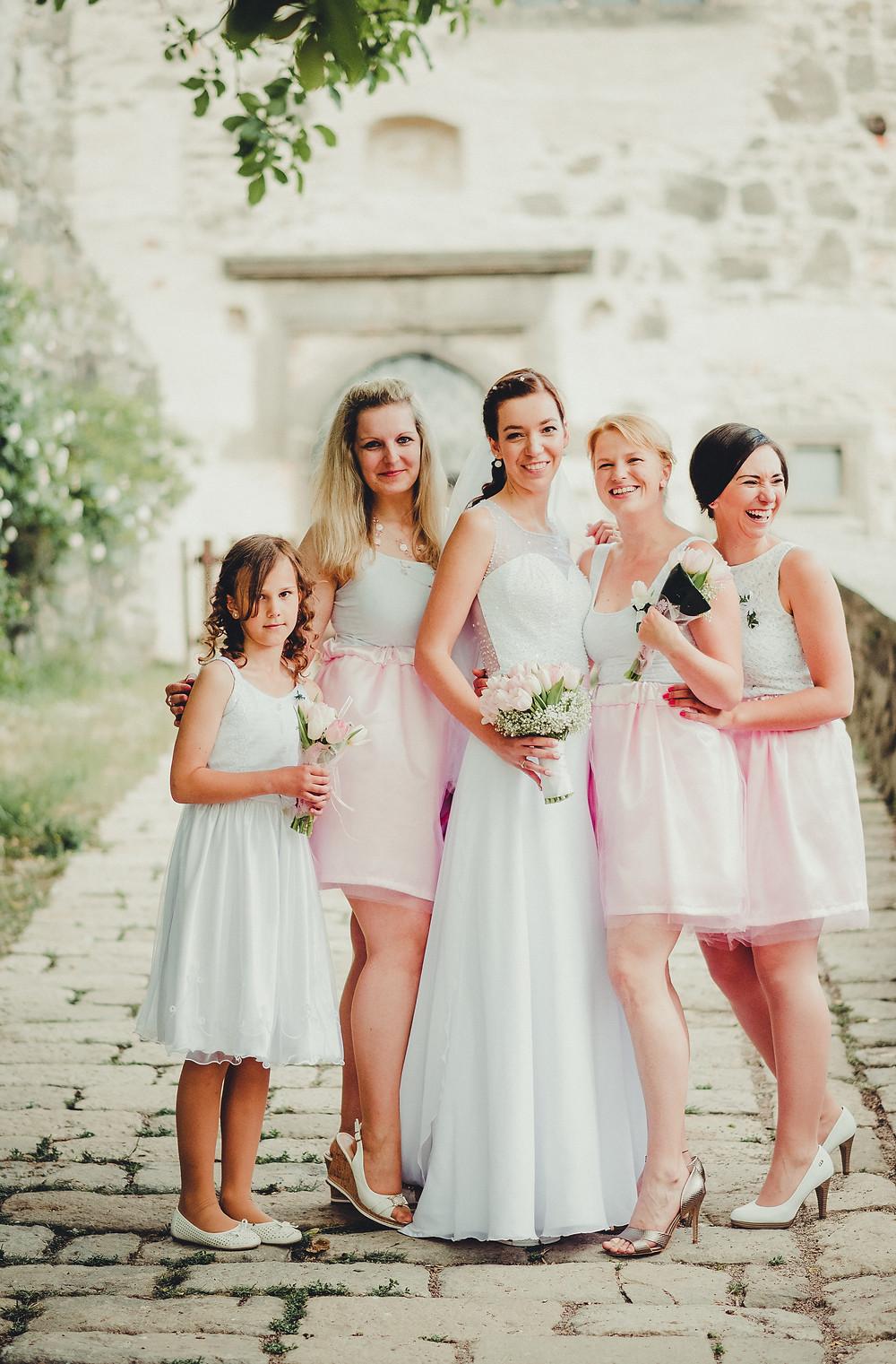 krásné a slatděné družičky - bílo růžové šaty