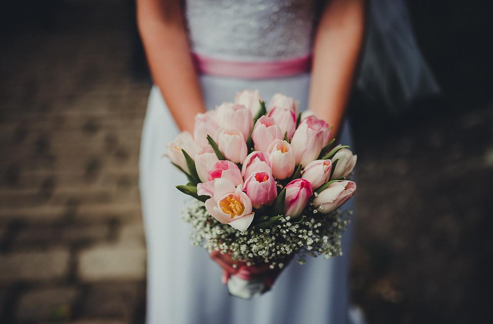 svatební kytice v tonech růžové