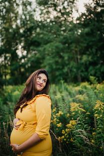 Těhotenské focení ve žluté