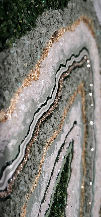 Handcrafted collections of geode inspired homedecor and art.