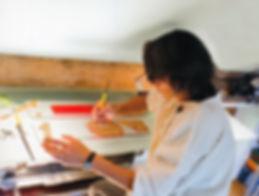 atelier ; Nadine Cabessa ; sculpture ; art ; gravure ; incistion ; vitrail ; dyptique ; tryptique ; verre ; métal ; écriture ; alphabet ; dessin ; rouleaux ; totems ; papier ; tissu ; calque ; trame ; language ; pierre ; transparence ; ombres