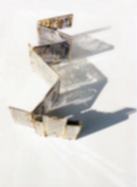Nadine Cabessa ; sculpture ; art ; gravure ; incistion ; vitrail ; dyptique ; tryptique ; verre ; métal ; écriture ; alphabet ; dessin ; rouleaux ; totems ; papier ; tissu ; calque ; trame ; language ; pierre ; transparence ; ombres