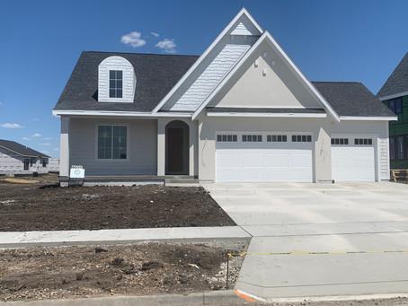 6009 NE Oak Drive, Ankeny IA   $499,900