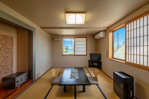 <二上-futakami>ひのき香る海側和室10畳 (1).jpg