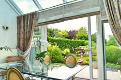 Tuin en terras vanaf woonkamer