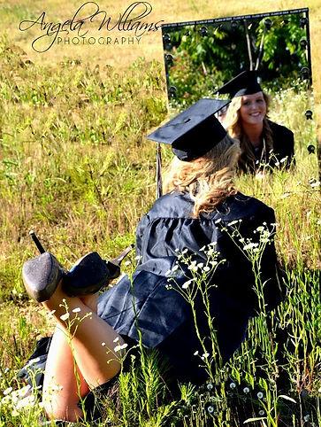 идеи для фотографии, фото на выпускной, выпускной, поле, мантия выпускника, шапочка- конфедератка