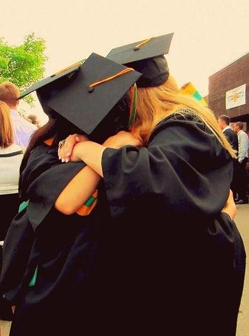 идеи для фотографии, фото на выпускной, шапочки - конфедератки, мантия выпускника, студенческие годы