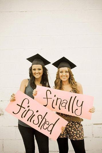 идеи для фотографии, фото на выпускной, выпускной, надписи, шапочка - конфедератка,  подруги