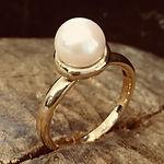 håndlavet perlering, unik pelering, guldring med kulturperle, alguld, guldsmed i århus, perlering, guldring med perle, ny ring af omsmeltet guld
