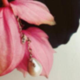 lang ørering med perle, diamantørering med perle, lang guldørering, ørering barokperle, ørering stor perle, alguld, unik ørering