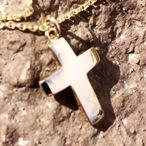 kors vedhæng i guld