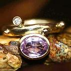 ametystring, prinsessering, alguld, diamantring, lilla sten, forlovelsesring