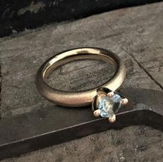 alguld, guldsmed i århus, prinsessering, forlovelsesring, rustik diamantring