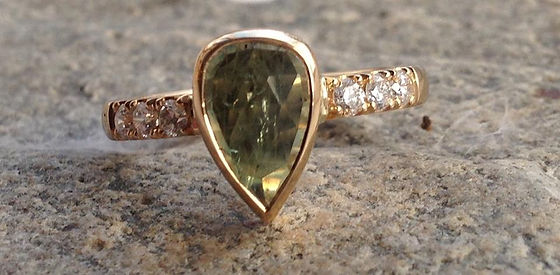 alguld safirring, prinsessering, guldring grøn sten, facetslebet safir