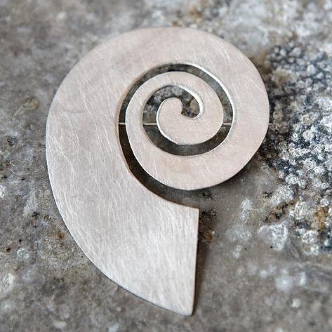 sølvbroche alguld