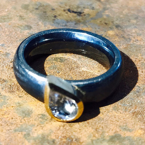 ALGULD oxyderet sølvring med sten