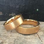 klassiske vielsesringe, rustikke vielsesringe, alguld, omsmeltet guld vielsesringe, vielsesringe mat guld, vielsesringe rødguld