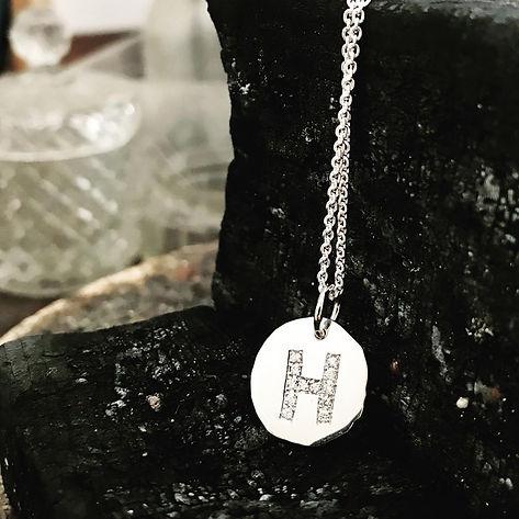 logo i diamanter, diamantvedhæng, navneplade guld, alguld, guldsmed i århus