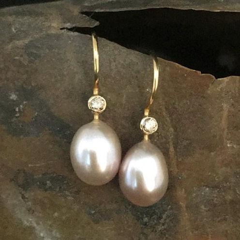 perleørering, rosa perler, alguld, perleørering med diamant, håndlavede øreringe, guldsmed i århus, gyldne diamanter