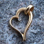 Guldhjerte med brillant, forlovelsesgave, hjerte vedhæng, guldhjerte med diamant, guldvedhæng, alguld, guldsmed i århus