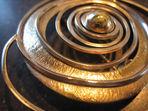 Broche i guld og sølv, broche, alguld, sølvbroche, moderne broche