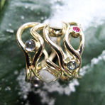 unik guldring månesten, rubinring, ring med mælketand, håndlavet personlig ring, guldsmed aarhus, alguld